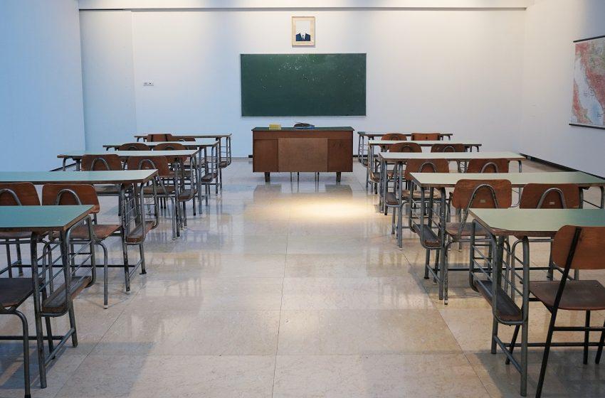 Svi osnovci opet u školskim klupama, srednjoškolci kombinovano